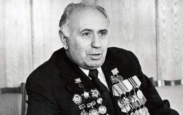 «Овощной король» Москвы: за что Горбачев казнил участника штурма Рейхстага