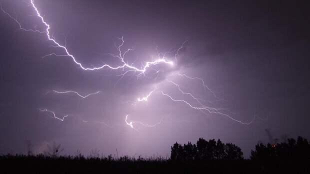 Надвигаются грозы: в Ленобласти объявили штормовое предупреждение