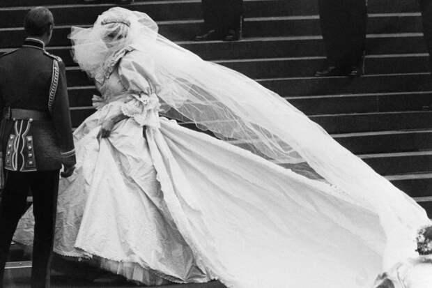 10 платьев, которые свели мир с ума