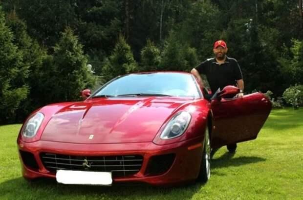 Самый дорогой автомобиль в коллекции звезды. |Фото: ya.ru.