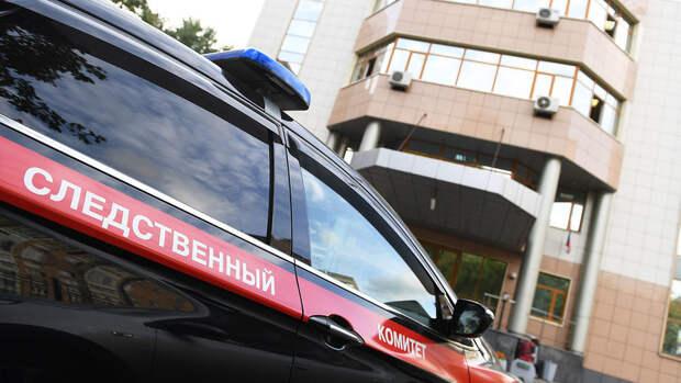 В Петербурге задержали юношей, сбывавших прохожих на электросамокате