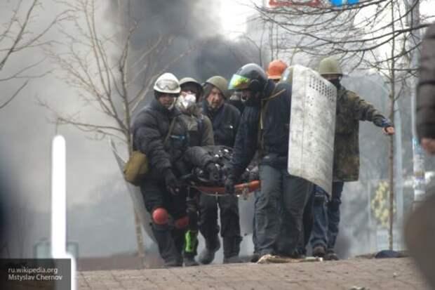 Азаров на примере Украины обрисовал серьезность «майдана» в Беларуси