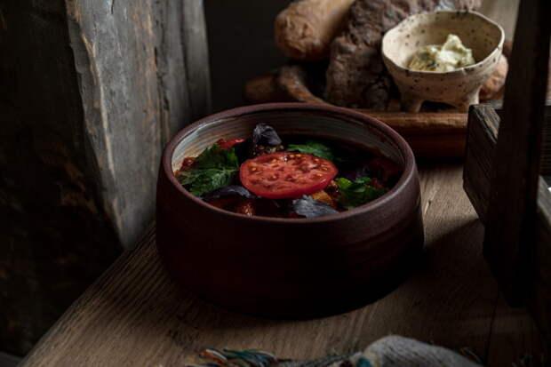 На Большой Зелениной открыли ресторан Vakh. Там готовят аутентичные грузинские блюда от экс-шефа «Пряностей и радостей»