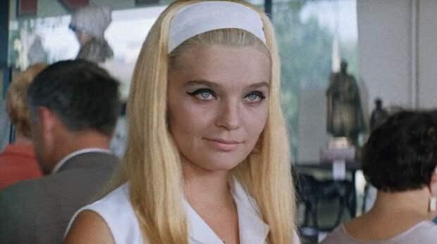 Блондинка Анна Сергеевна из советского фильма. /Фото: r.penzainform.ru