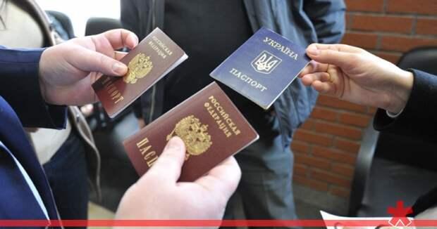 Киев «ударит» по России массовой выдачей украинских паспортов крымчанам
