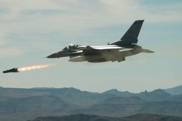Нетаньяху срочно позвонилПутину после пуска израильских ракет всторону авиабазы «Хмеймим»