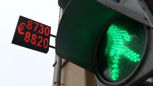 Электронное табло с курсом евро на улице Сретенка в Москве - РИА Новости, 1920, 08.06.2021