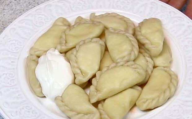Лепим вареники с двойным вкусом: добавляем разом и картошку, и творог
