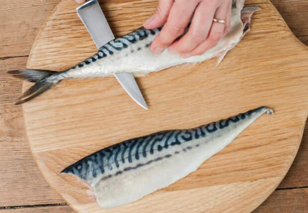 Очищаем любую рыбу от костей за несколько движений: инструкция от повара