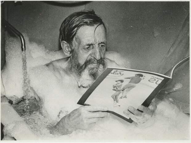 На конкурс «Советского фото». «12 тем» – фотоюмор. «Свежий номер» В. Шанин, 1970-е, МАММ/МДФ.