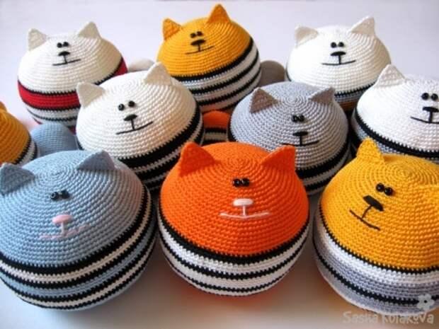 Вязанные крючком игрушки. Коты Саши Кулаковой