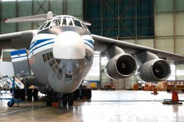 """На фото: военно-транспортный самолет Ил-76МД-90А на авиастроительном предприятии """"Авиастар-СП""""."""