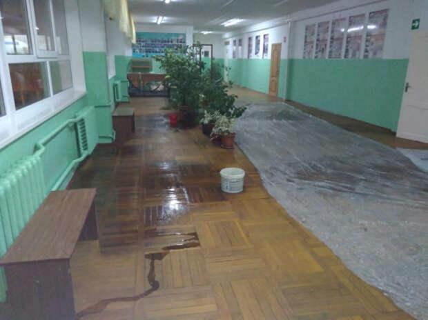 Крыша дала течь: почему затопило краснодарскую школу?