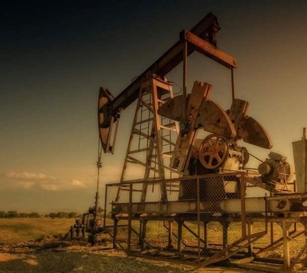 Нефть Brent подорожала до $54 впервые с февраля 2020 года на фоне новостей о сделке ОПЕК+
