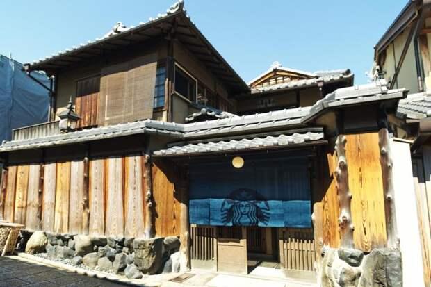 5 колоритных фото Старбакса, который находится в 300-летнем японском доме