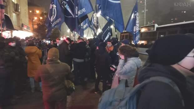 Неонацисты при попустительстве полиции атаковали посольство Израиля в Киеве