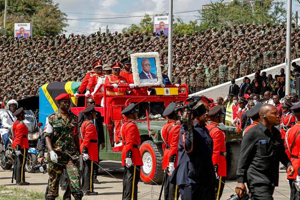 Жители Танзании посетили похороны президента и умерли