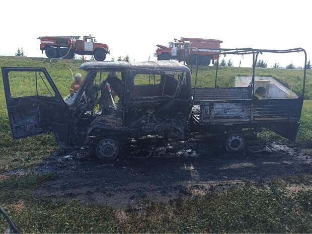 Автомобиль «УАЗ» загорелся после аварии на трассе в Удмуртии