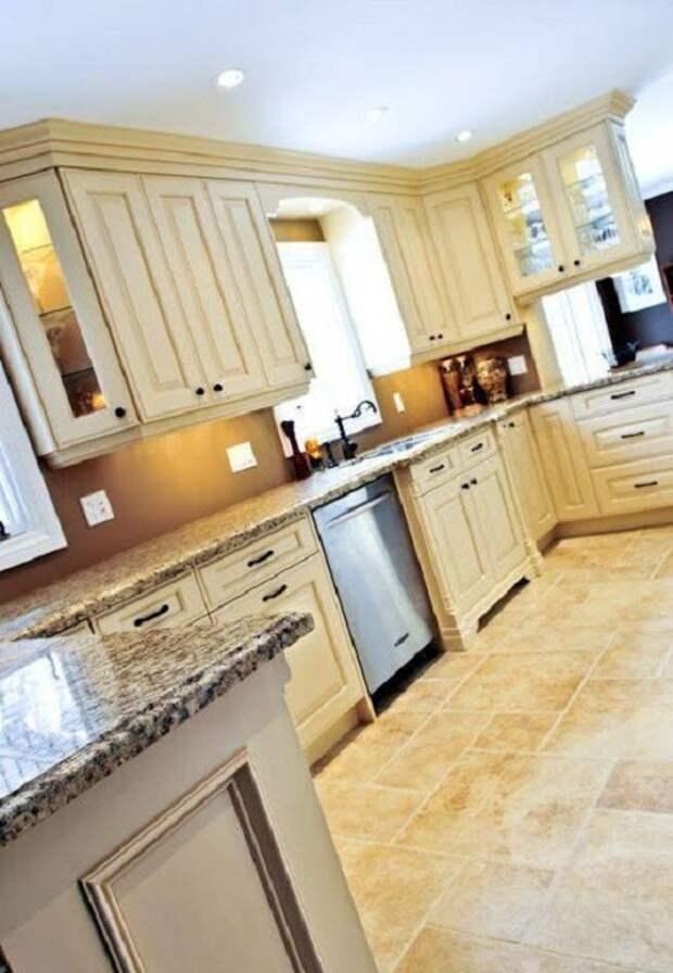 Оригинальное оформление интерьера кухни в цвете слоновой кости, что станет особенностью этой кухни.