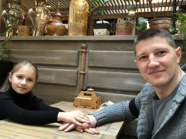 «Когда расставался с дочкой, хотелось плакать». Экс-вратарь ЦСКА Чепчугов – о проблемах в семье и новой жизни