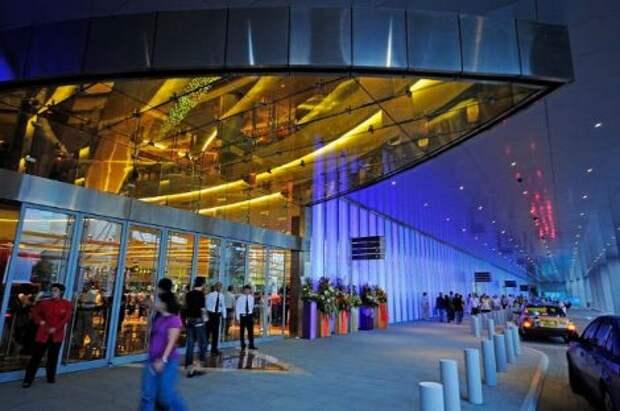 Курортно-гостиничный комплекс Marina Bay Sand в Сингапуре (21 фото)