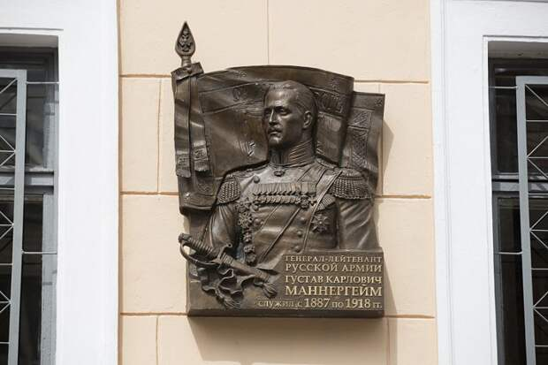 Скандал камень точит: о каких памятниках спорили в России в последние годы?