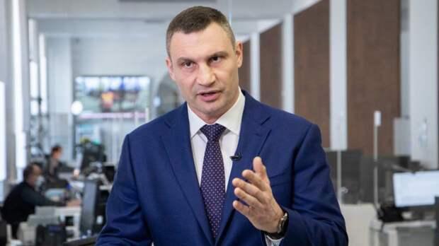 Силовики нагрянули с обысками в подъезд дома Виталия Кличко
