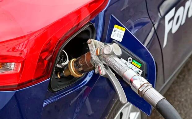 Водителям рассказали, как снизить расход топлива во время движения
