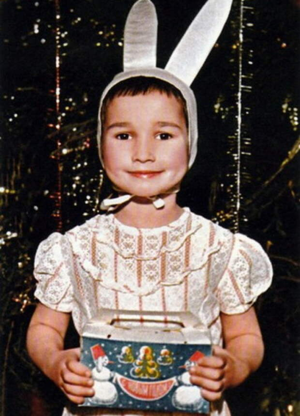 Анфиса Чехова до сих пор помнит, как стеснялась своей очень короткой стрижки. / Фото: www.skuky.net