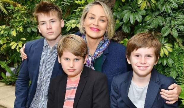 Шэрон Стоун с приемными детьми