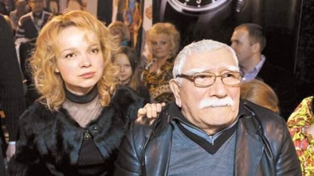 В Сети обсуждают интим-фото Джигарханяна и его супруги