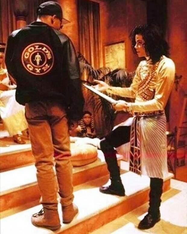 "Эдди Мёрфи и Иман в клипе Майкла Джексона ""Remember the time"""