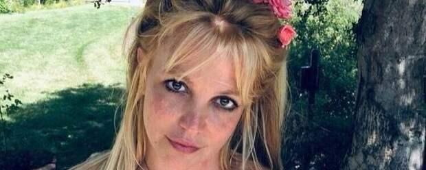 Отец Бритни Спирс рассказал, что у певицы развилась деменция