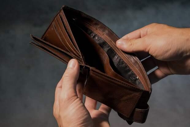 В крупнейшем банке Крыма клиента лишили миллионов рублей