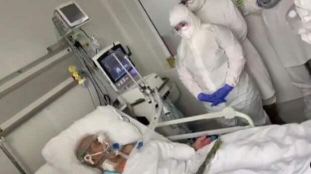 Дослез: врачи ковид-госпиталя спели «День победы» пациенту-ветерану