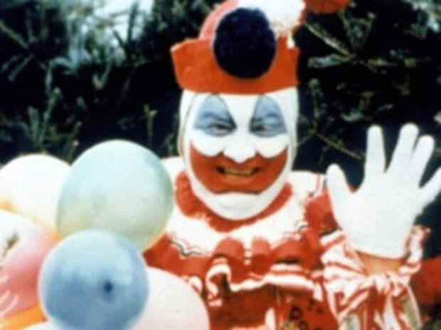В любимом костюме Гейси преображался и был любимцем детей. Но с юношами клоун был совсем не весельчаком