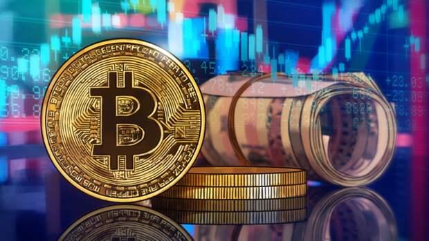 С крупнейшей криптобиржи Coinbase вывели биткоины почти на 700 млн долларов