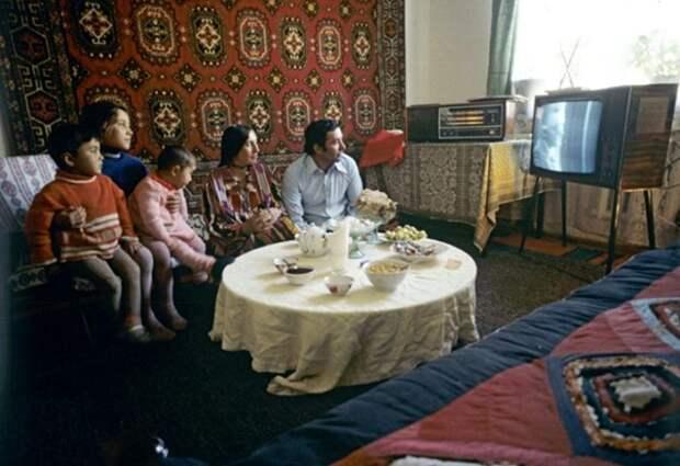 У отсутствия пульта для советского телевизора были свои причины. /Фото: cnews.com