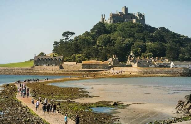 В средневековый замок ищут смотрителя на пожизненный срок