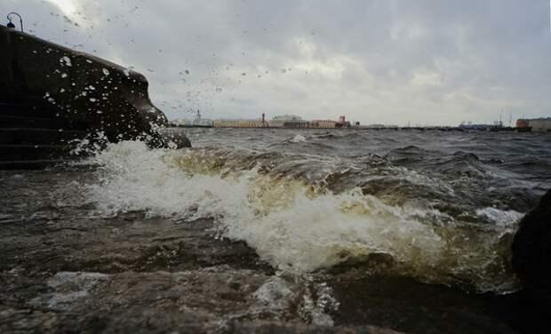 Турецким специалистам удалось спасти трех членов экипажа затонувшего российского сухогруза
