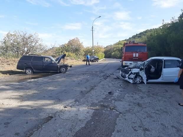 В районе Судака столкнулись две легковушки. Есть пострадавшие