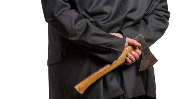 Неадекватного мужчину с топором задержали на улице вМоскве