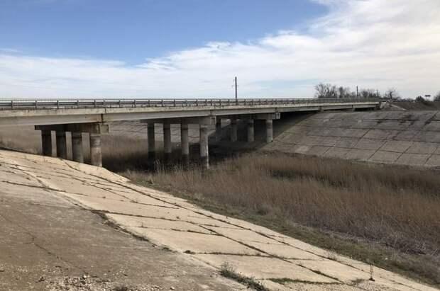 В Крыму оценили данные о протечке дамбы Северо-Крымского канала
