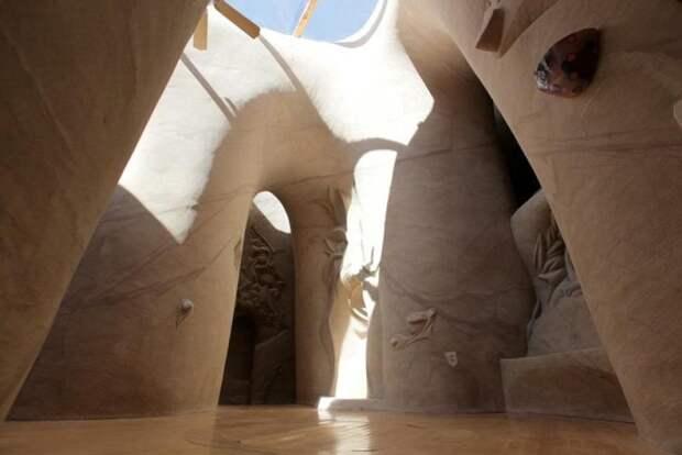 Художник провел 25 лет в пещере, и показал, что он там делал