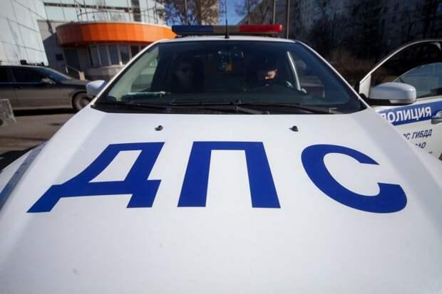 На МКАДе автомобиль наехал на препятствие в районе Ленинградки
