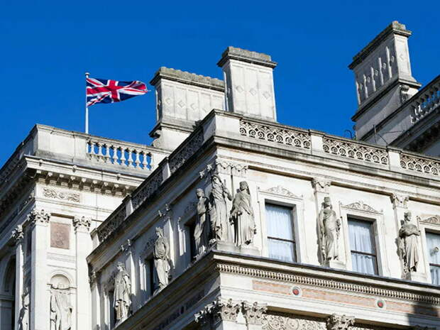 Названа причина вызова посла России в МИД Британии и Польши